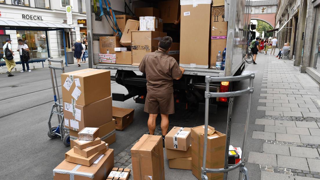Un repartidor muere de cansancio entregando el doble de paquetes antes de Navidad