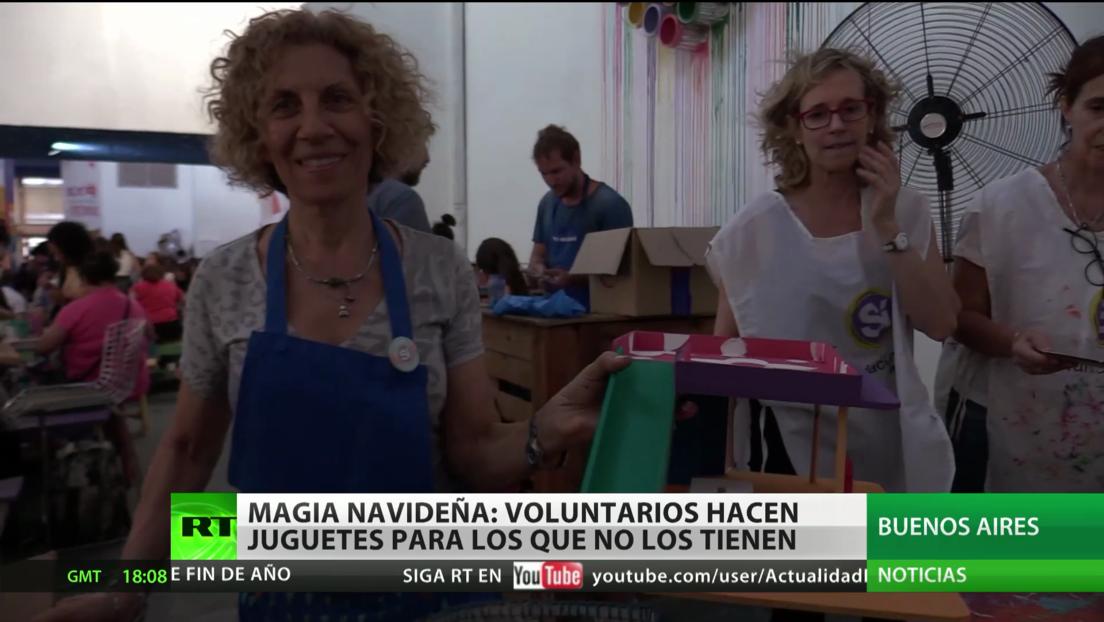 Magia navideña en Argentina: Voluntarios hacen juguetes para los que no los tienen