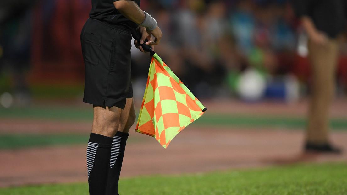 Suspenden de por vida a un árbitro por pitar cuatro penales durante un partido de fútbol en Marruecos