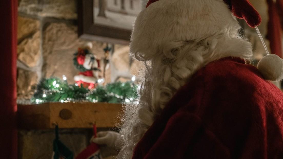 Un niño envía una triste carta a Papá Noely una trabajadora de correos lo sorprende en Navidad