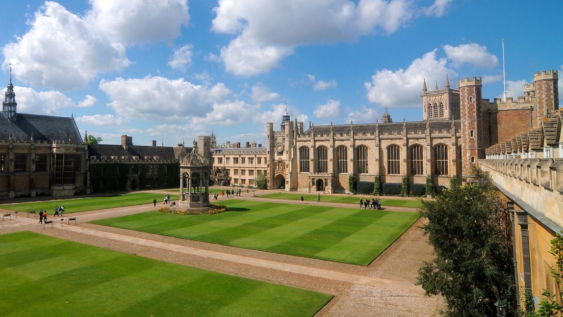 Una indigente da a luz gemelos frente a una de las universidades más caras del mundo