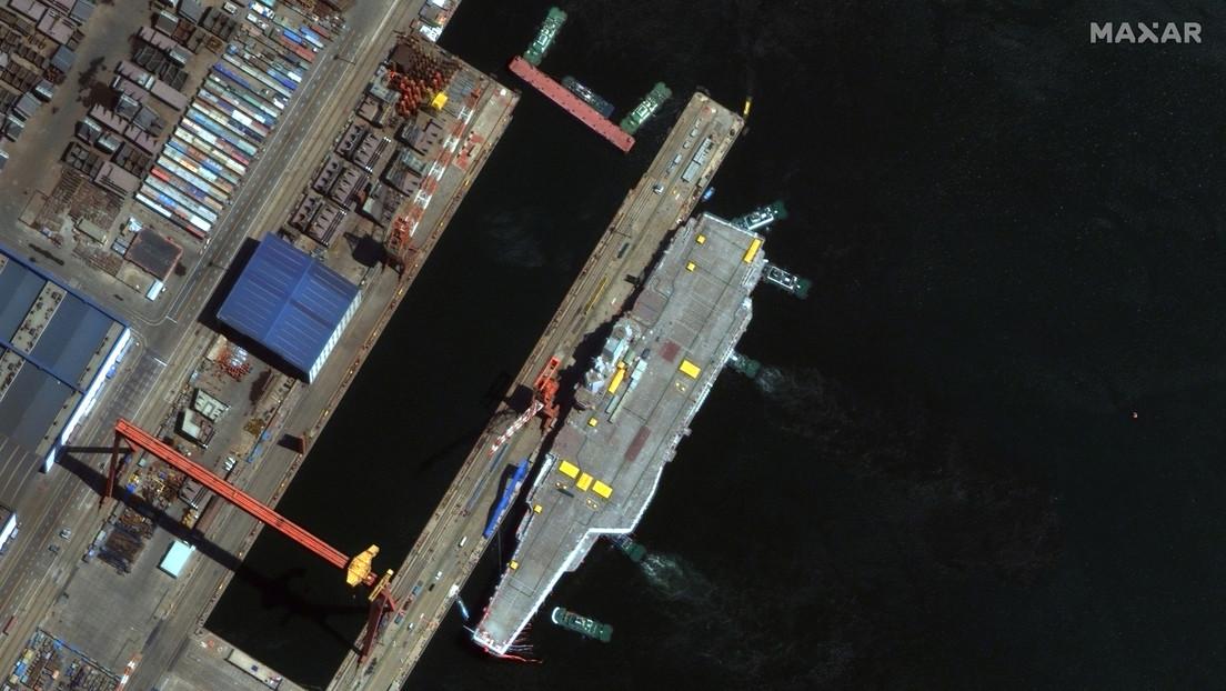 China envía su primer portaviones de fabricación nacional al estrecho de Taiwán