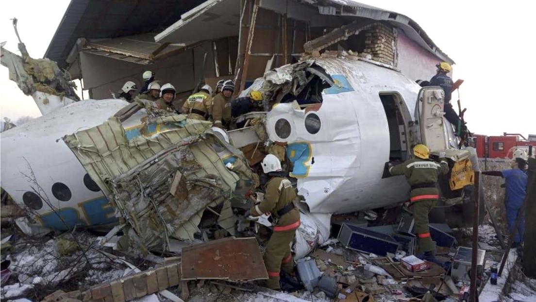 Se estrella en Kazajistán un avión con 100 personas a bordo