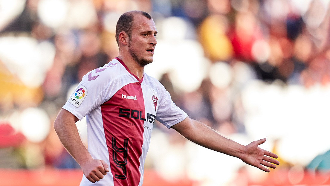 18.000 euros de multa y clausura parcial del estadio para el equipo de fútbol español cuya afición llamó nazi al jugador ucraniano Roman Zozulya