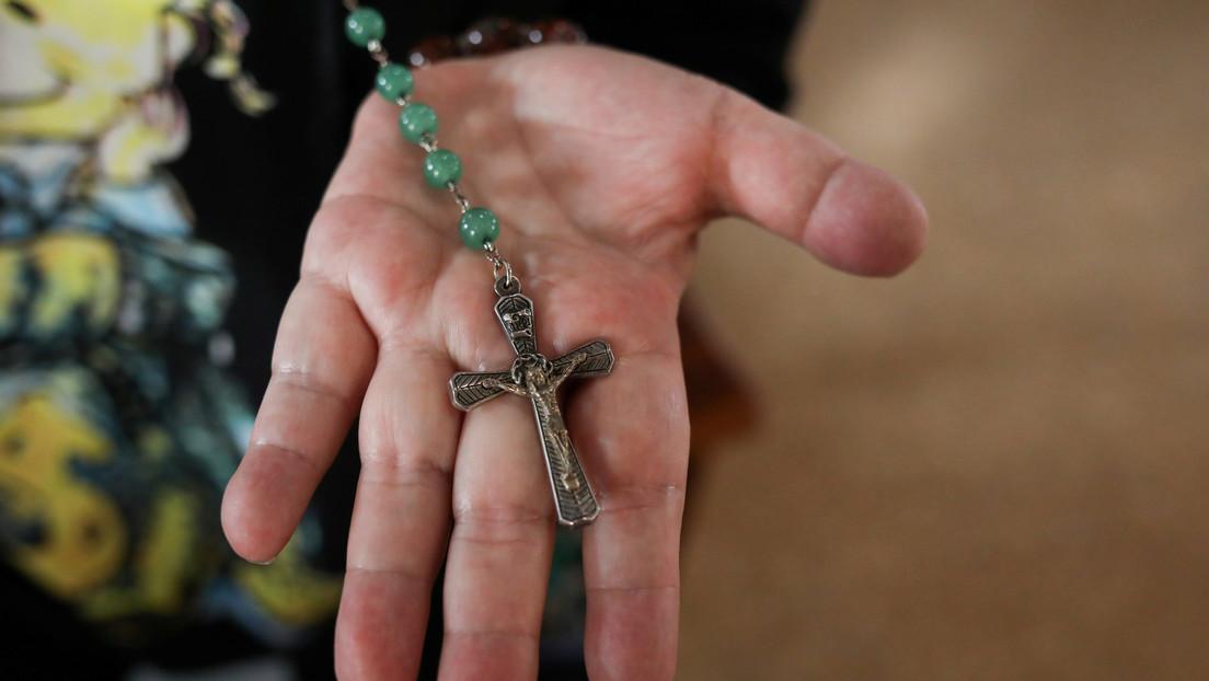 Acusan en Francia a un joven de 19 años que mató al supuesto sacerdote que abusó de él clavándole un crucifijo en la garganta