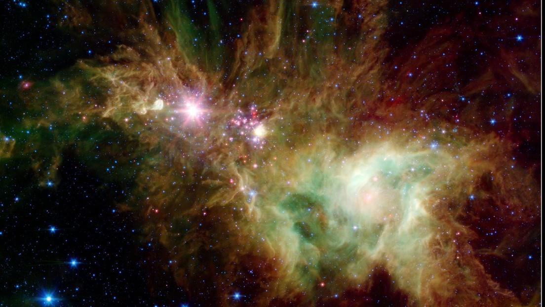 La NASA publica una imagen de una colección de estrellas organizadas como un copo de nieve