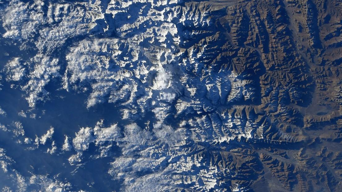 FOTO: Astronauta capta el monte Everest desde la Estación Espacial Internacional y reta a encontrarlo en la imagen