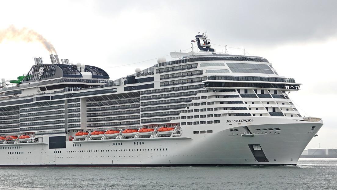 VIDEO, FOTO: Un crucero de más de 850 millones de dólares choca contra un muelle en Italia