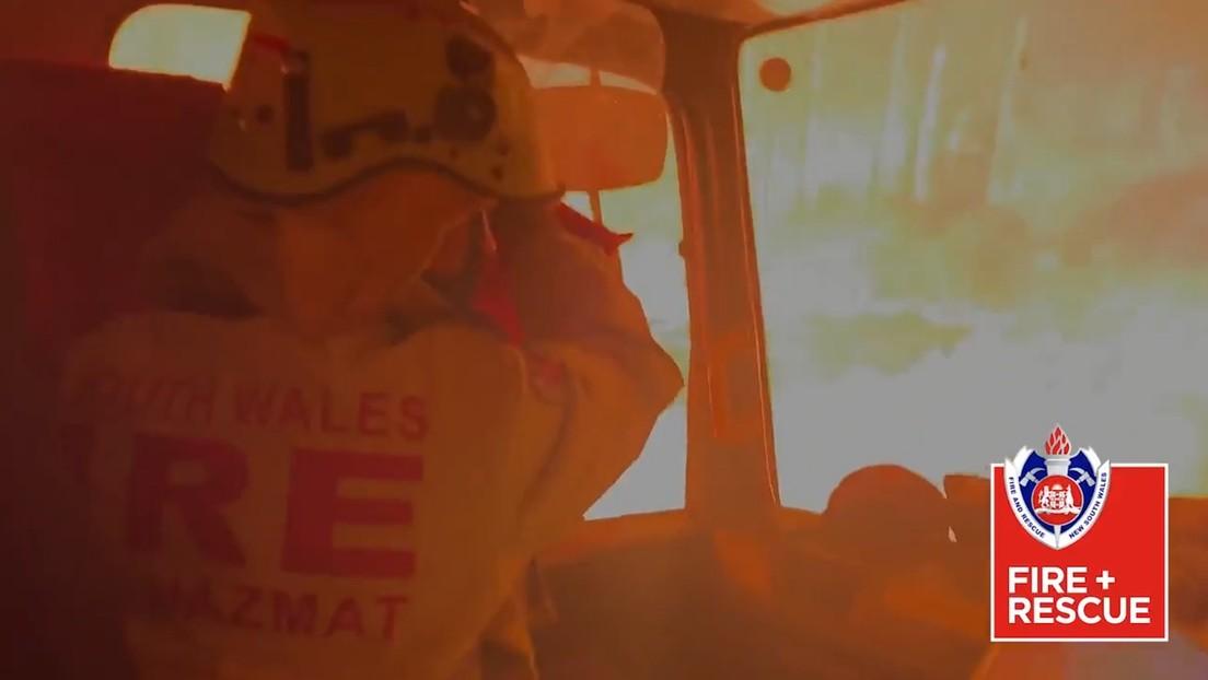 VIDEO: Bomberos graban el momento en que su camión es rodeado por llamas durante los incendios forestales en Australia