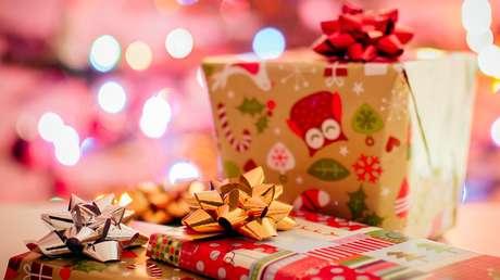 Una empresa reparte entre todos sus empleados un bono de Navidad de 10 millones de dólares