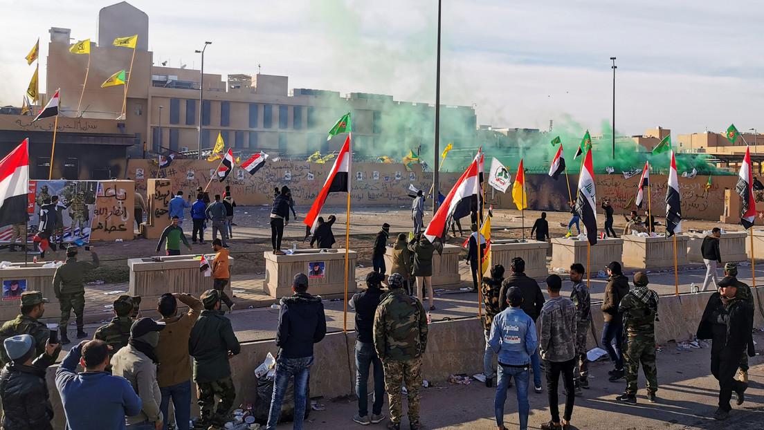 """Pompeo culpa a """"terroristas y representantes iraníes"""" por el ataque a la embajada de EE.UU. en Bagdad mientras Teherán rechaza las acusaciones"""