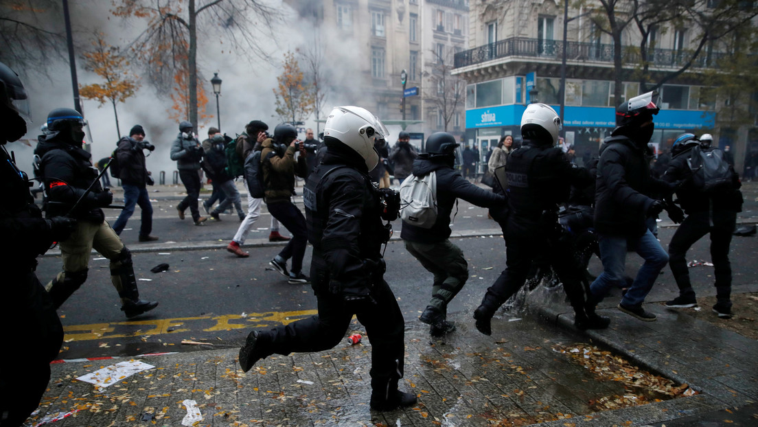 """""""¿Cómo va el acuerdo climático?"""": Trump se burla de Macron en medio de las masivas protestas contra el Ejecutivo francés"""