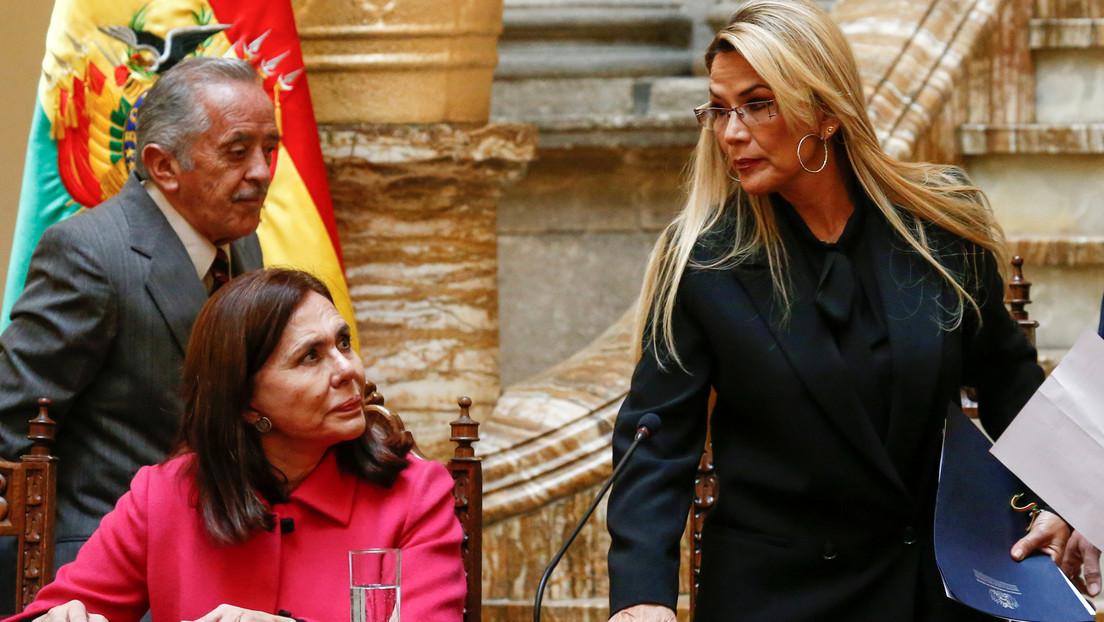 """Gobierno de facto de Bolivia asegura que los """"lazos de amistad"""" con México y España son """"inquebrantables"""" tras expulsar a diplomáticos de ambos países"""