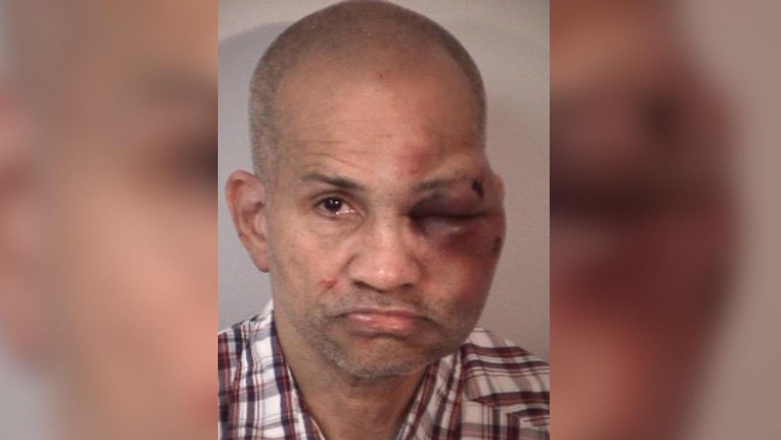 Un padre de familia golpea brutalmente a un hombre al encontrarlo abusando de sus hijos de 2 y 3 años en su casa