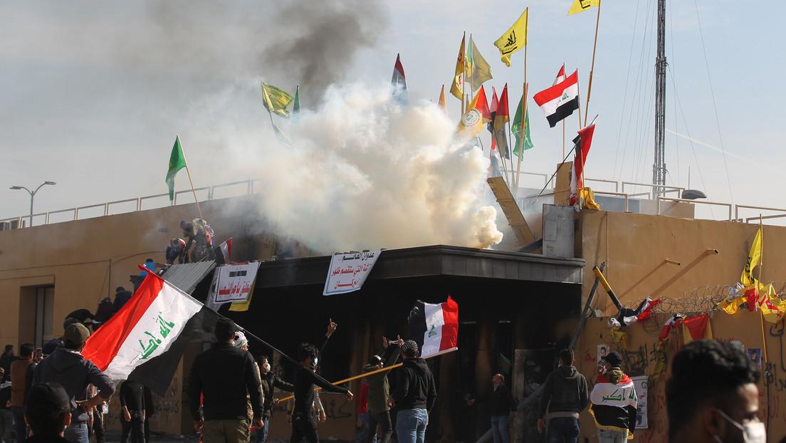 """EE.UU. urge a sus ciudadanos a abandonar Irak """"inmediatamente"""" tras lanzar un ataque contra objetivos en Bagdad y matar al general iraní Soleimani"""