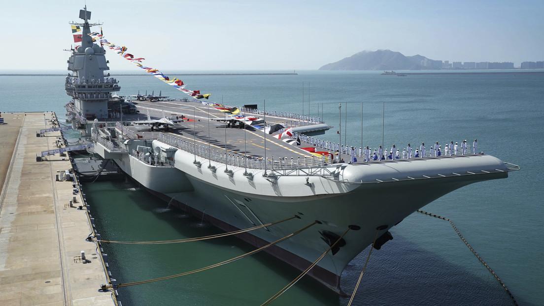 VIDEO: El caza chino J-15 realiza tareas de despegue y aterrizaje en el primer portaviones de fabricación nacional