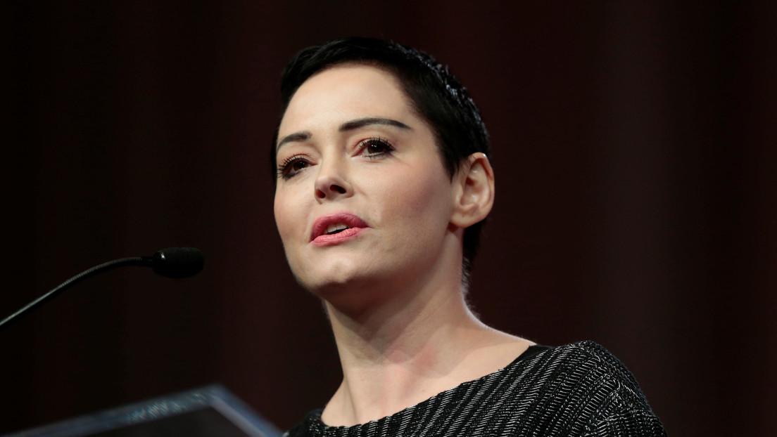 """La actriz Rose McGowan se disculpa ante los iraníes: """"Somos rehenes de un régimen terrorista, por favor no nos maten"""""""