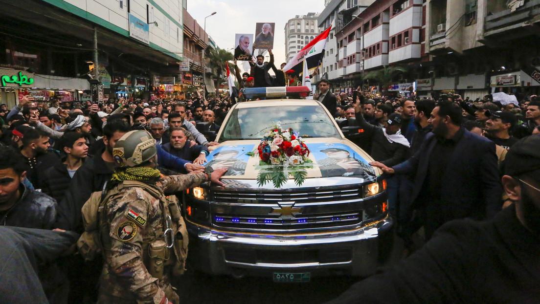 """Multitud canta """"muerte a EE.UU."""" durante la procesión fúnebre en memoria del general Soleimani en Irak (VIDEO, FOTOS)"""