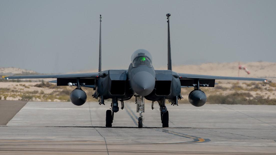 Un piloto de cazas F-15C se desmaya durante un vuelo a una altura de más de 5 kilómetros y causa daños a la aeronave por 2,5 millones de dólares