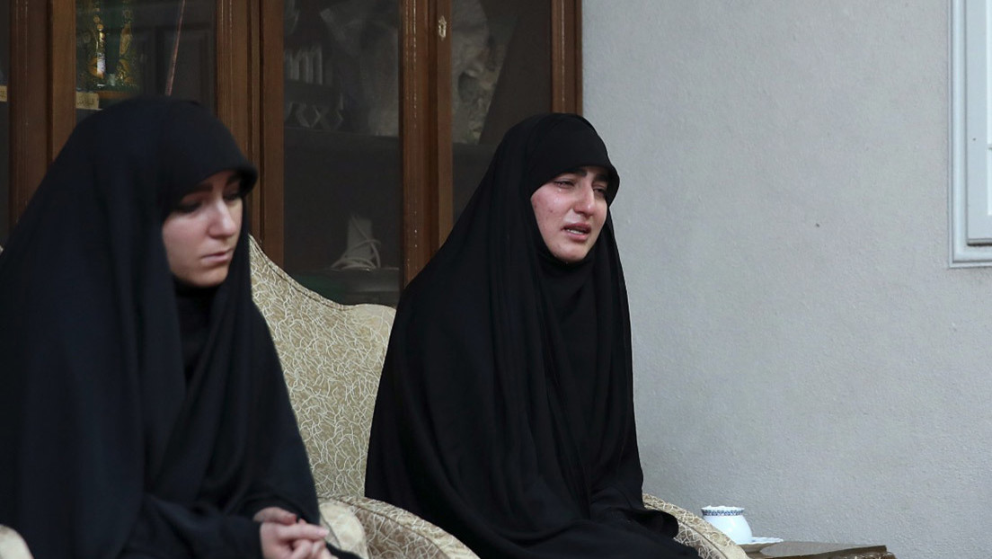 """VIDEO: La hija de Soleimani pide al presidente de Irán vengar la muerte de su padre como él """"vengaría el derramamiento de sangre de sus amigos"""""""
