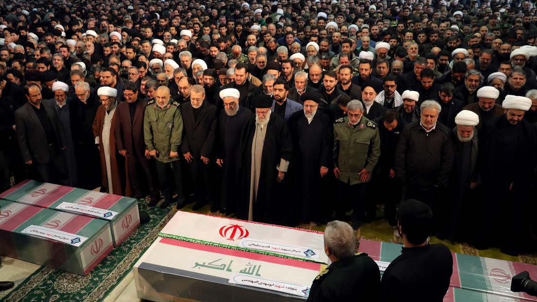 VIDEO: Alí Jameneí, líder supremo de Irán, no puede reprimir las lágrimas durante la oración fúnebre por el general Soleimani