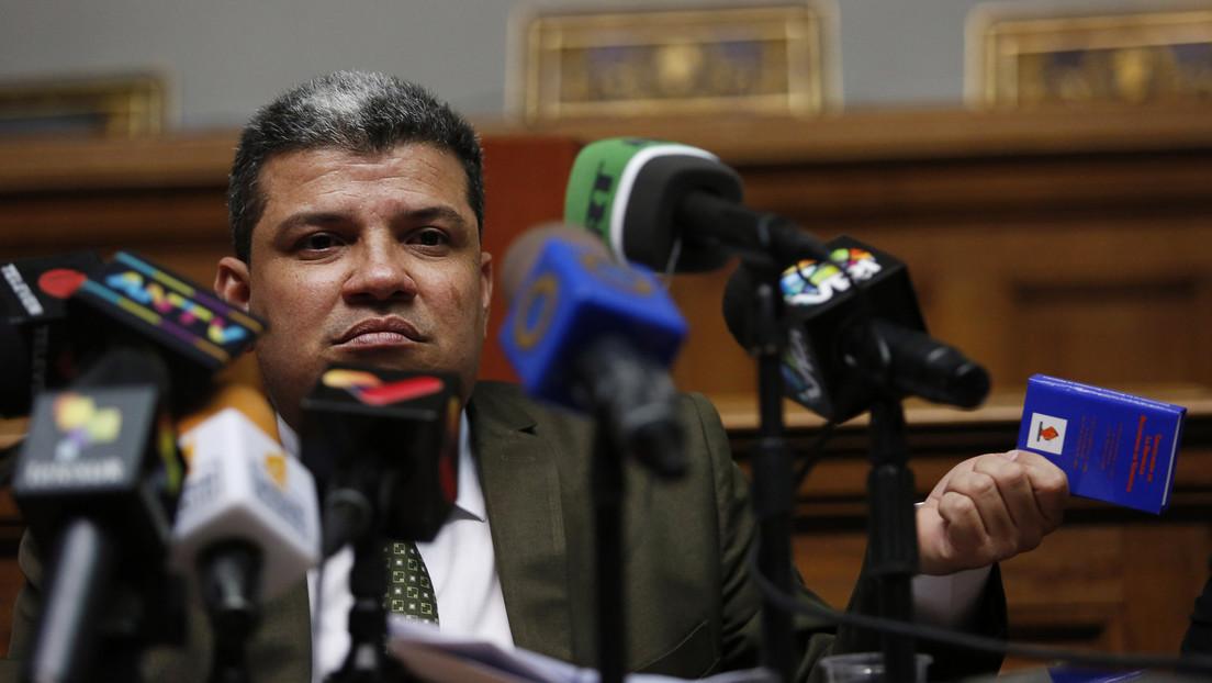 Diputado Parra toma el despacho de la presidencia del Parlamento venezolano y defiende su elección