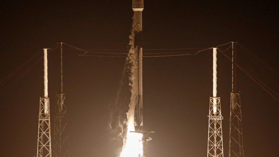 VIDEO: SpaceX lanza con éxito el cohete Falcon 9 con 60 satélites de comunicación a bordo