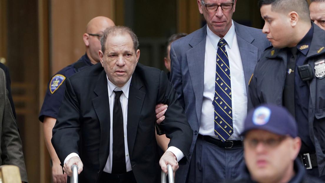 El juez amenaza Harvey Weinstein con encarcelarlo por usar el teléfono durante su juicio por delitos sexuales