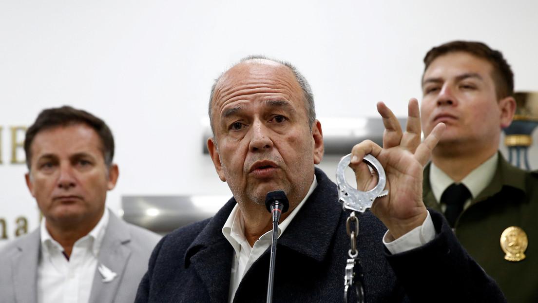 """""""Terrorista verbal"""": la respuesta de Morales al ministro de facto en Bolivia que mostró las esposas para detenerlo"""