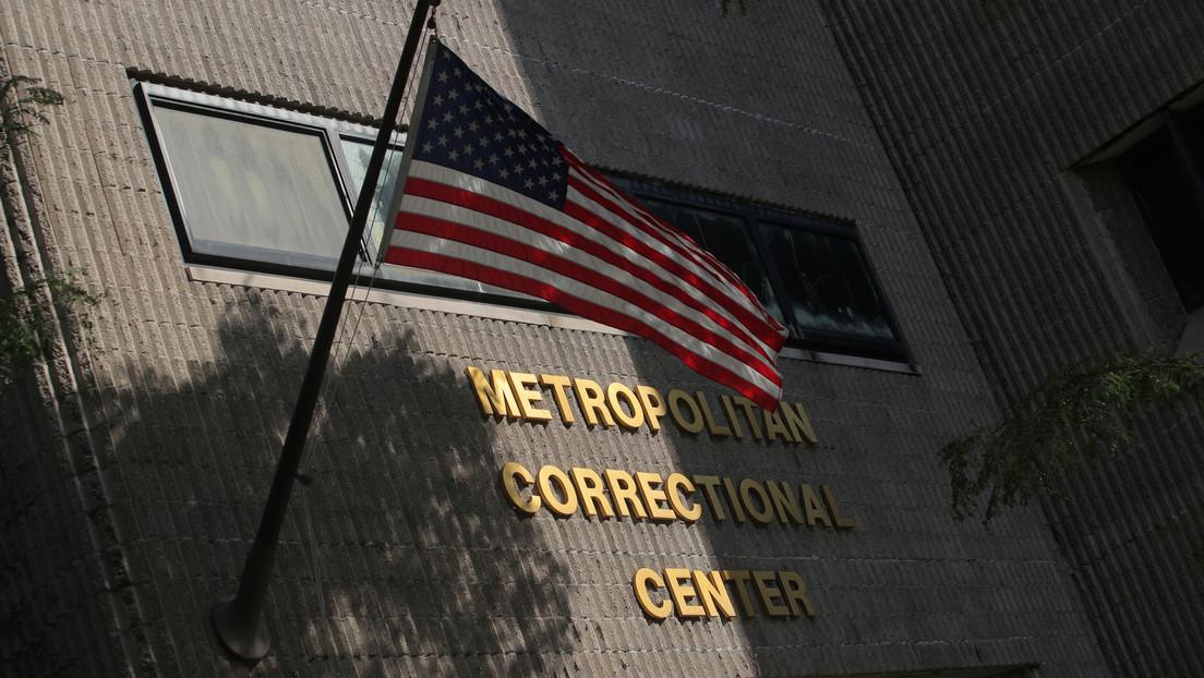 """Desaparece """"por error"""" el video de las cámaras de seguridad del día que Epstein intentó suicidarse"""