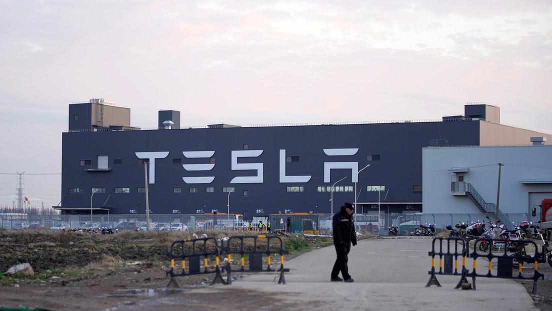 Tesla se convierte en el fabricante de autos más valioso de la historia de EE.UU.