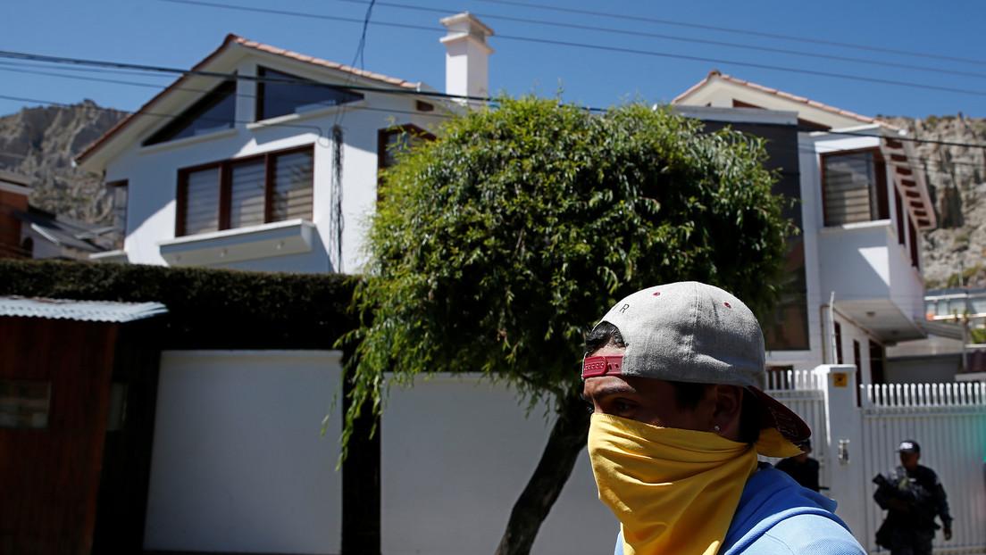 Grupo afín al gobierno de facto de Bolivia asedia la vivienda de un exministro de Evo Morales
