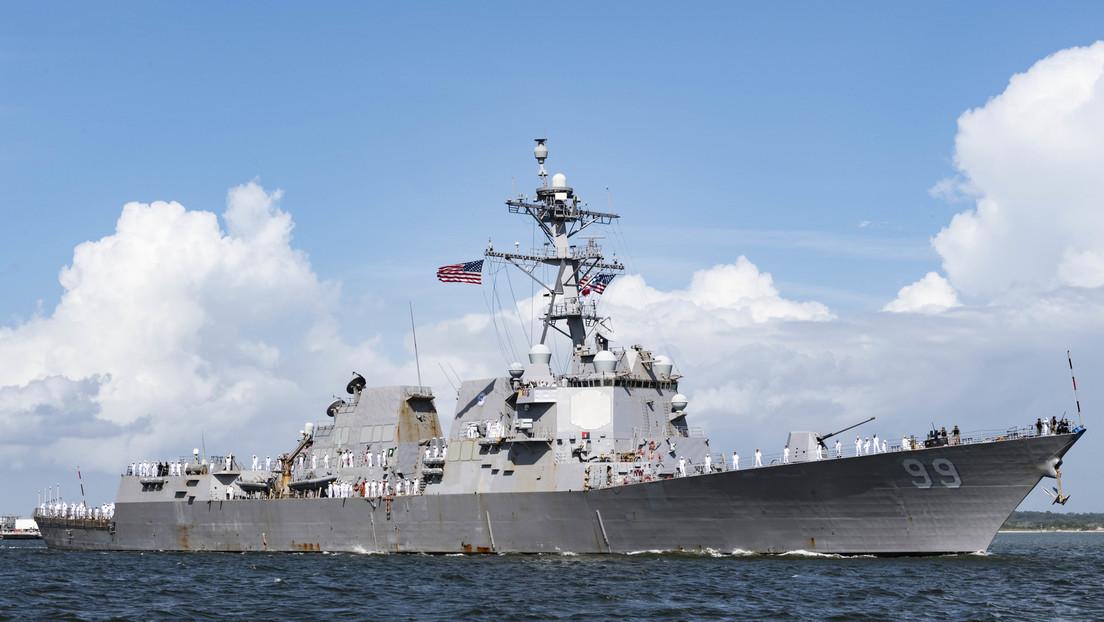 """""""Violación deliberada de las normas internacionales"""": Moscú acusa al destructor de EE.UU. por acercarse a un barco ruso"""