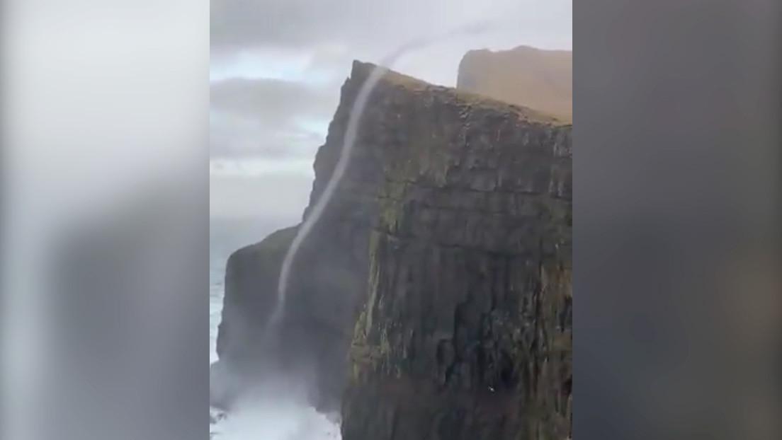 VIDEO: Un remolino de agua desafía la gravedad y asciende casi 500 metros por un acantilado