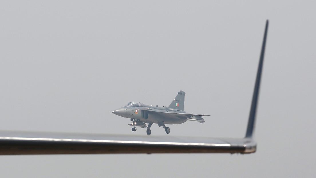 VIDEO: Un caza indio logra aterrizar por primera vez en un portaviones