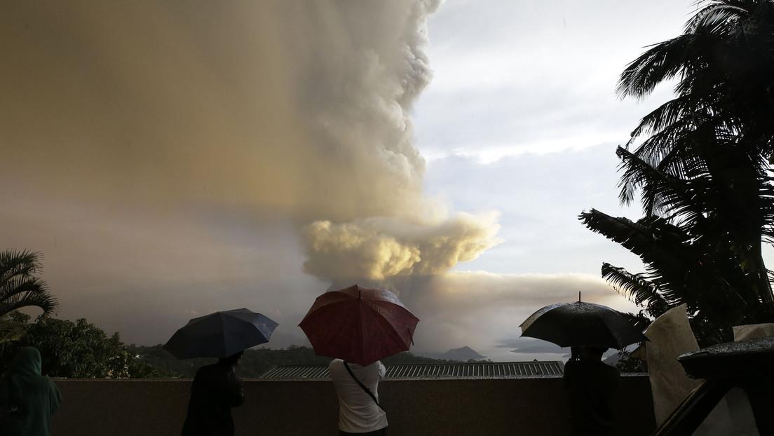 VIDEO: Nube de cenizas y vapor tras la erupción del volcán Taal en Filipinas