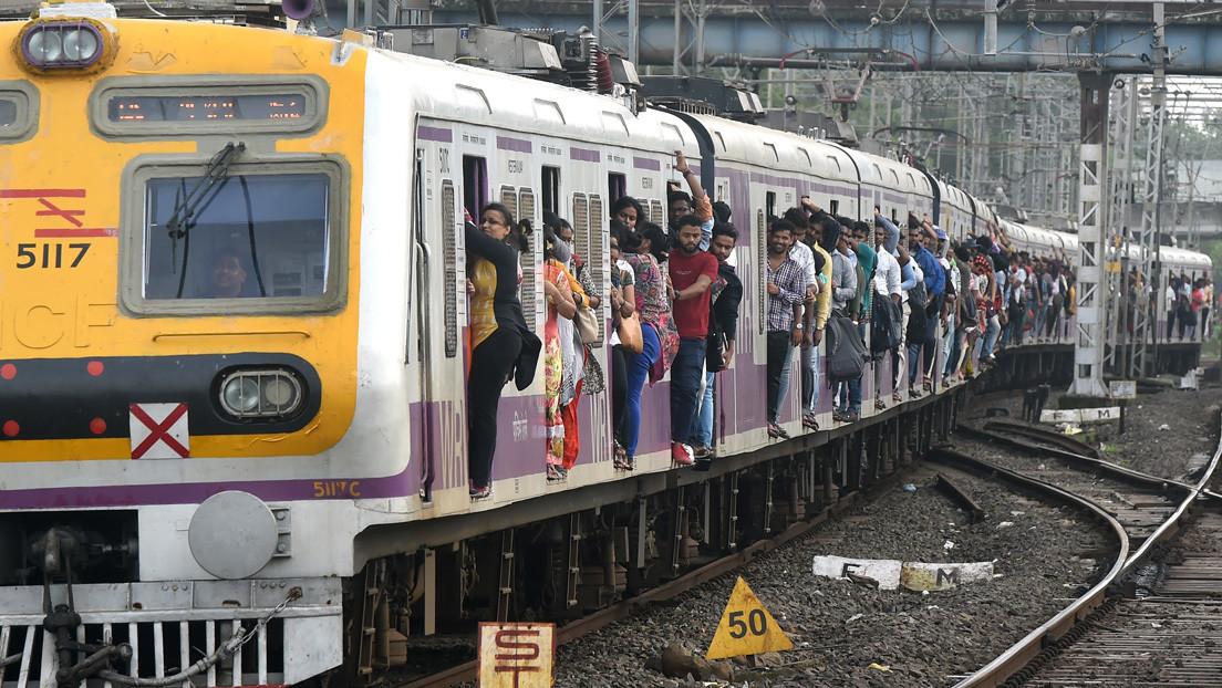 Un indio demanda a su madre por abandonarlo en un tren cuando tenía 2 años para buscar una carrera en Bollywood