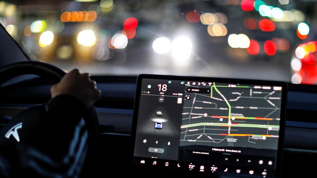 """VIDEO: Elon Musk asegura que los coches Tesla """"hablarán"""" con los peatones y lo demuestra"""