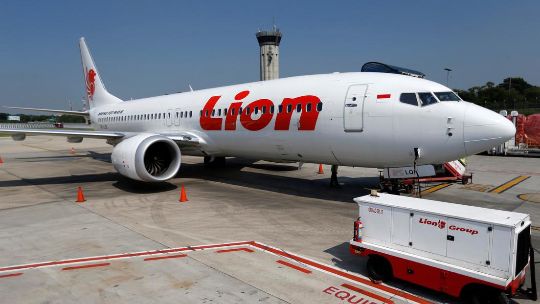 """En Boeing llamaron """"idiotas"""" a los pilotos de Lion Air por pedir entrenamiento para los 737 MAX y un año después uno de sus aviones se estrelló"""