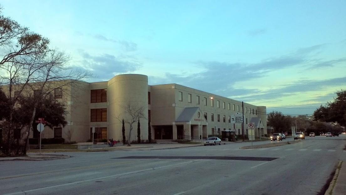 Un hombre abre fuego en una escuela de Texas y mata a un estudiante