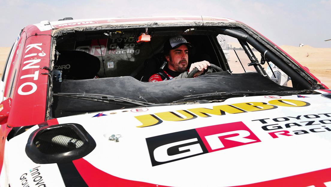 VIDEO: El piloto Fernando Alonso sufre un aparatoso vuelco en el rally Dakar