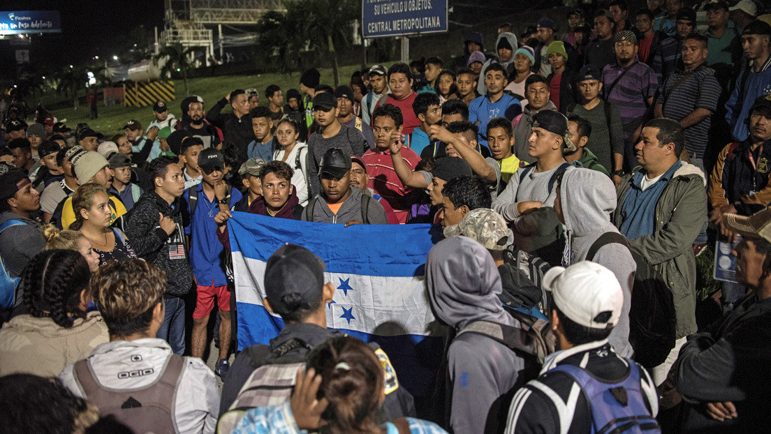 """Presidente de Guatemala dice que el canciller mexicano le garantizó que """"no dejarán pasar"""" la nueva caravana migrante de Honduras"""