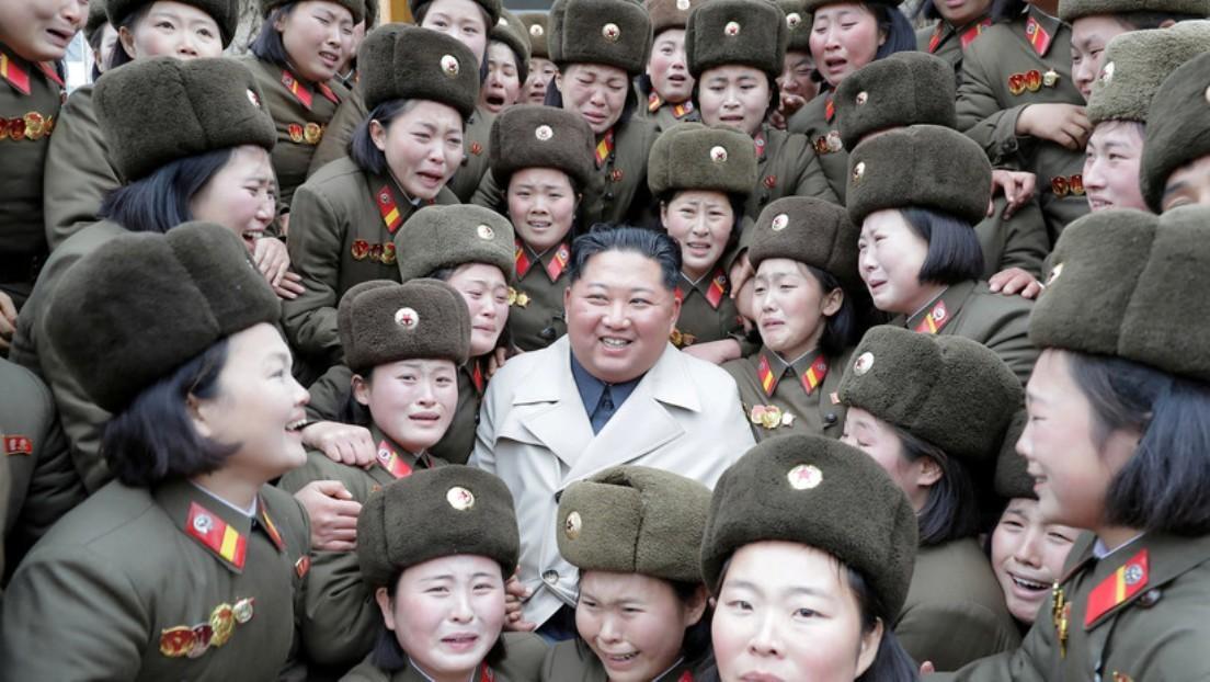 VIDEO: Kim Jong-un disfruta de la inusual actuación musical de una banda de mujeres militares que lloran de emoción
