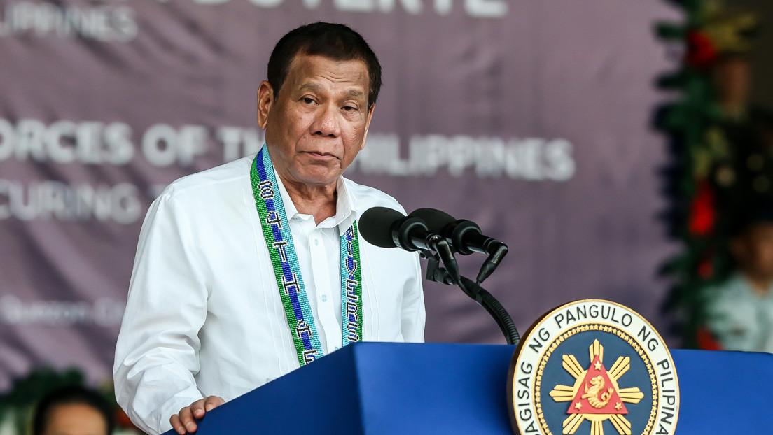 Duterte afirma que sería capaz de comerse la ceniza y orinar en el volcán Taal