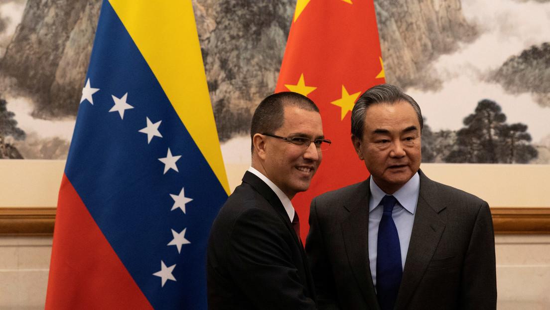 China dispuesta a trabajar con la comunidad internacional para promover el diálogo en Venezuela