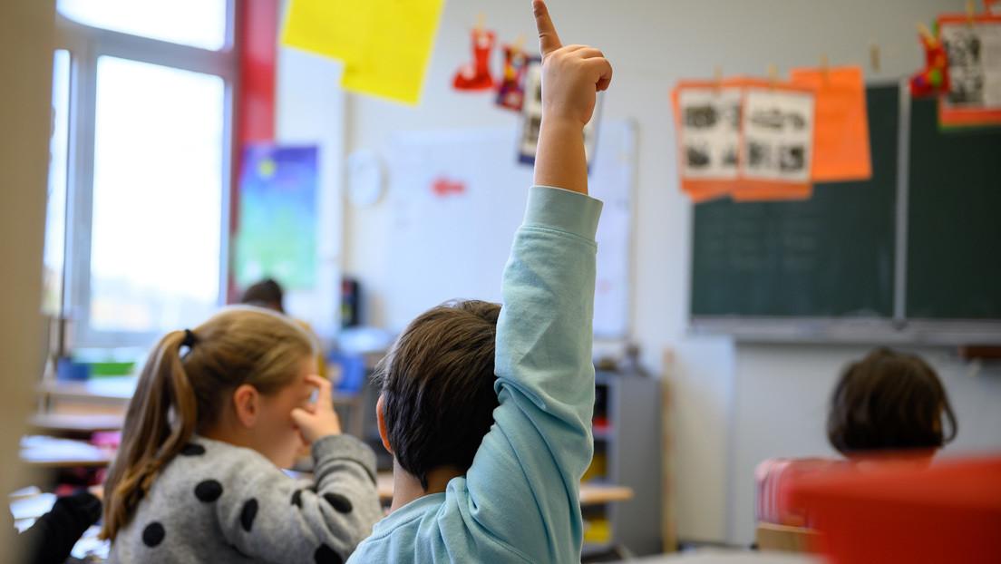 ¿Qué es el 'pin parental' que quiere introducir la extrema derecha en los colegios españoles?