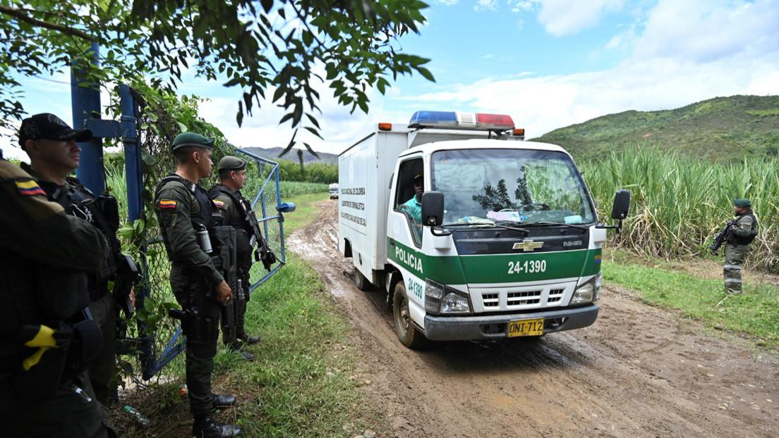 Cinco muertos, dos automóviles incinerados y uno destruido con explosivos tras enfrentamiento de grupos armados en Colombia