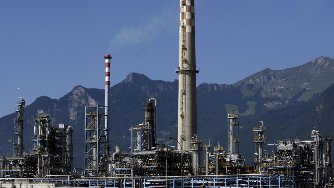 La petrolera nacional libia se declara en emergencia tras el bloqueo de sus puertos controlados por Haftar