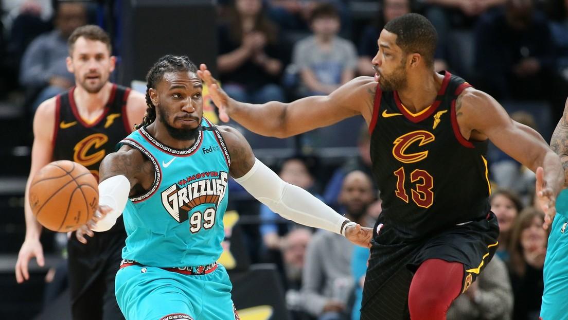 VIDEO: Un jugador de la NBA le pega una palmada en el trasero a su contrincante en pleno partido y acaba expulsado