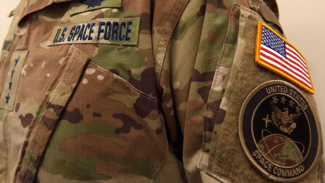 La Fuerza Espacial de EE.UU. presenta su uniforme de camuflaje y las redes explotan de risa